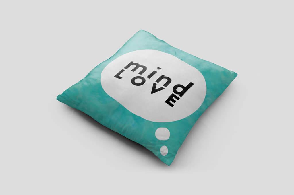 Free Pillow Mock-up